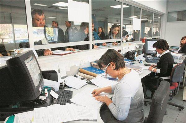 «Πάγωσε» η ρύθμιση των 100 δόσεων, υποτονική κίνηση σε Εφορία και ΟΑΕΕ