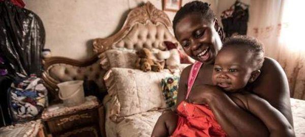 Η Κούβα είναι η πρώτη χώρα που εξαλείφει τη μετάδοση AIDS από τη μητέρα στο παιδί