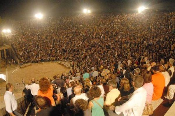 Επίδαυρος: Θερμό χειροκρότημα από 10.000 θεατές για τις «Τρωάδες»