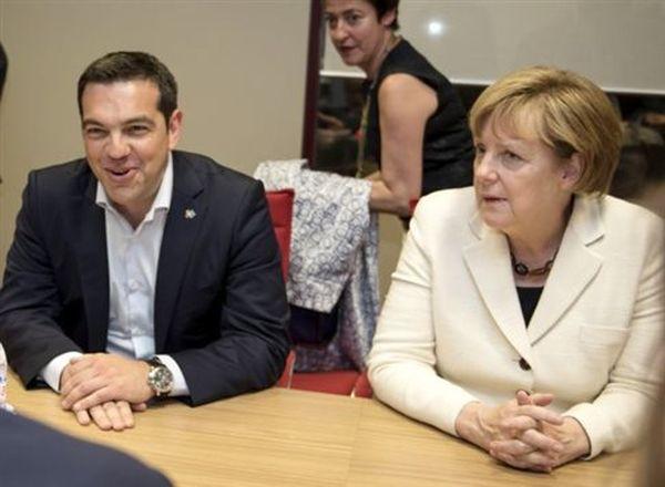 Τσίπρας - Μέρκελ συμφώνησαν να παρουσιαστούν οι ελληνικές προτάσεις την Τρίτη