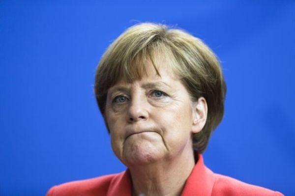 Monde: «Η Μέρκελ δεν θέλει να μείνει στην Ιστορία ως ο νεκροθάφτης της Ελλάδας»