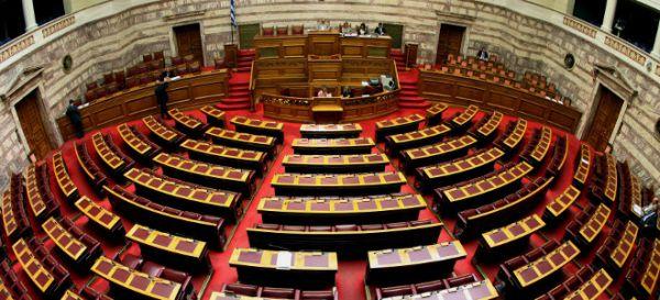 «Ατάκες» στο δημοτικό συμβούλιο Βόλου με φόντο την ψήφιση των μέτρων