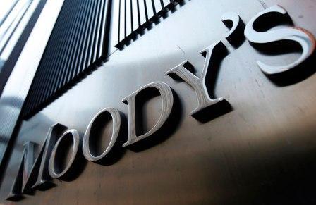 Δεν «βλέπει» βελτίωση του ελληνικού χρέους ο Moody's