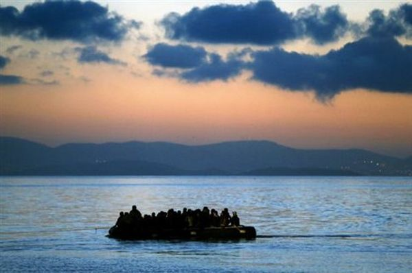Ακυβέρνητο σκάφος με 150-200 μετανάστες ανοιχτά της Καρπάθου