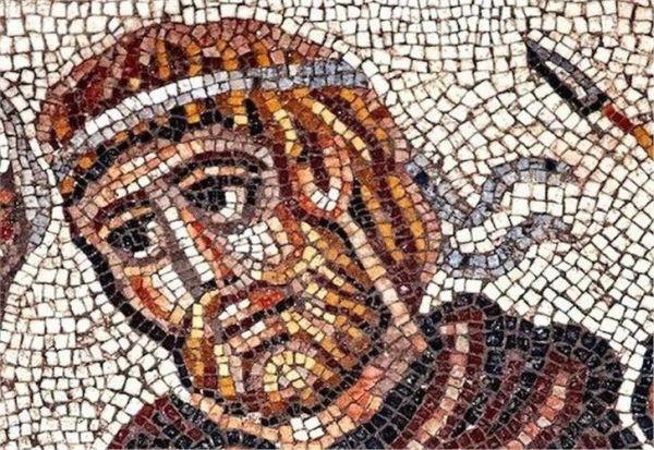 Ψηφιδωτό με τον Μεγαλέξανδρο ανακαλύφθηκε σε αρχαία εβραϊκή συναγωγή (εικόνες)