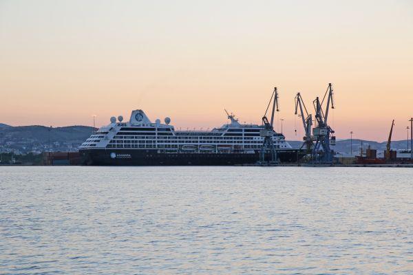 Πλωτές πολιτείες στο λιμάνι του Βόλου