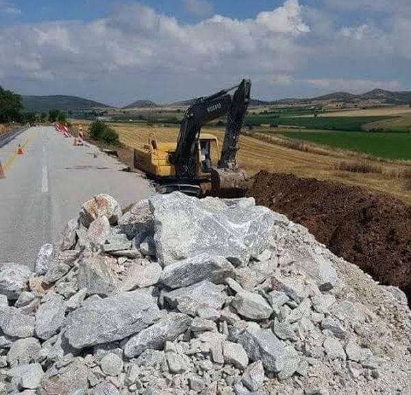 Εργασίες αποκατάστασης του οδοστρώματος στο οδικό δίκτυο Αλμυρού
