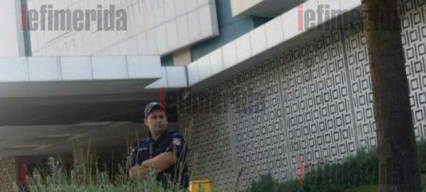 «Αστακός» το Hilton λόγω Τρόικα - Ομπρέλα προστασίας με 250 άνδρες της ΕΛ.ΑΣ. (εικόνες)