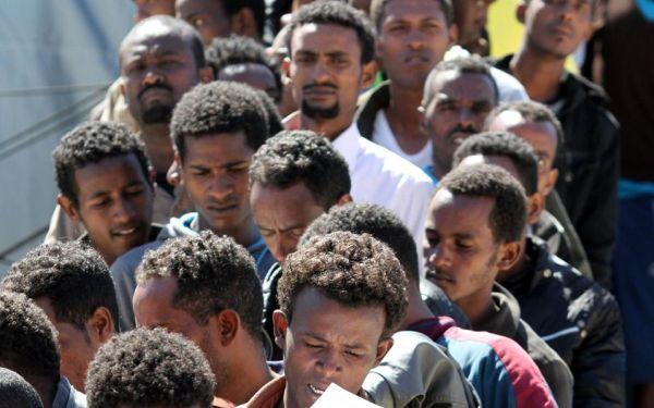 Δουλέμποροι εγκατέλειψαν στη Γιούρα 23 μετανάστες