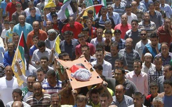 Δ.Οχθη: Ογκώδεις διαδηλώσεις και οργή στην κηδεία του αδικοχαμένου βρέφους