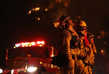 Η απίστευτη μάχη 10.000 πυροσβεστών, με τις φλόγες που «κατασπαράζουν» την Καλιφόρνια των ΗΠΑ