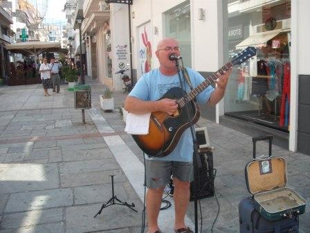 Σέρβος μουσικός του δρόμου