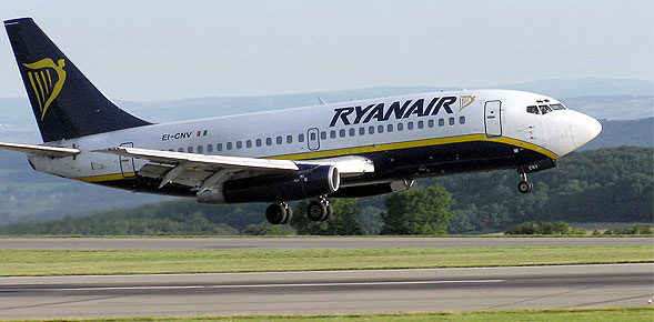 Η Ryanair σπεύδει να καλύψει το δρομολόγιο Αθήνα-Πάφος ύστερα από την απόσυρση της Aegean
