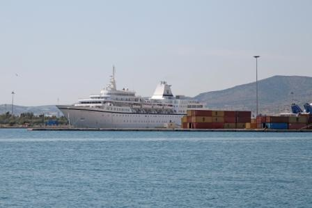 Εντυπωσιακό κρουαζιερόπλοιο «έδεσε» στο λιμάνι του Βόλου