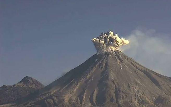 Μεξικό: Το «ηφαίστειο της φωτιάς» ενώ βρυχάται (βίντεο)