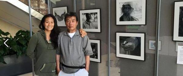 Φωτογράφιζε τους άστεγους της Χονολουλού και βρήκε τον σχιζοφρενή πατέρα της