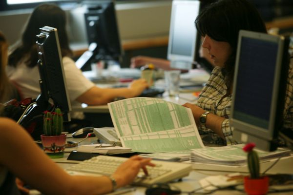 Τριπλασιάστηκε η δουλειά των λογιστών, αλλά μειώθηκαν αντί να αυξηθούν οι αμοιβές
