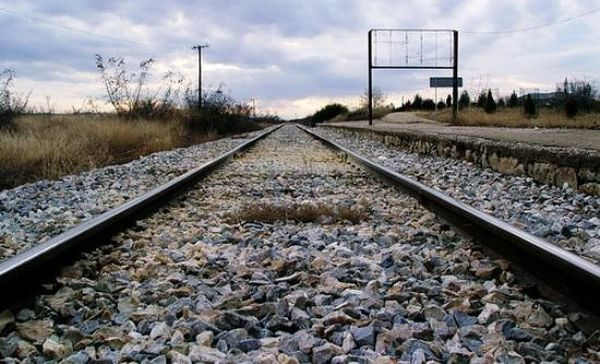 Ποδηλάτισσα σκοτώθηκε όταν προσπάθησε να διέλθει από διάβαση τρένου