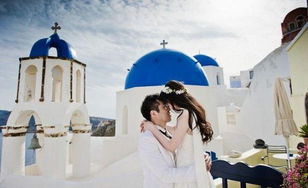 Σαντορίνη: Έβγαλαν 21.000€ από παράνομους γάμους!