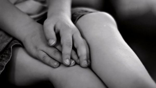 Αθήνα: Σεξουαλική παρενόχληση 12χρονης ~ Την έβαλαν να πιει αλκοόλ μέχρι λιποθυμίας