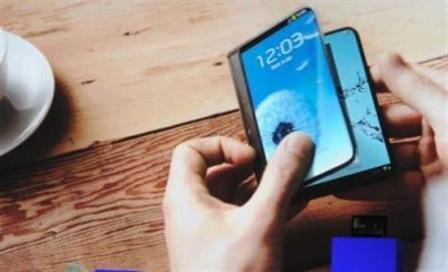 Έρχεται το κινητό που… διπλώνει στα δύο;