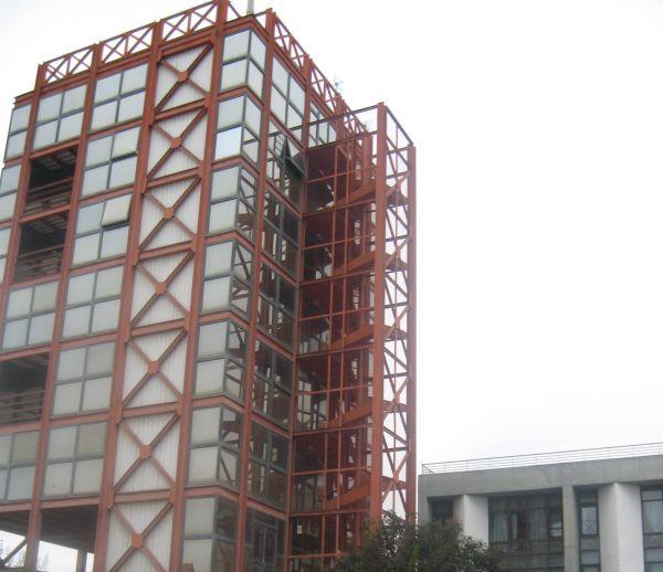Οκταώροφο… σουρωτήρι το κτίριο Μουρτζούκου
