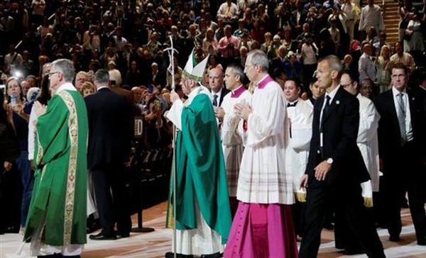 ΗΠΑ: Κυκλοφορεί το πρώτο άλμπουμ του πάπα Φραγκίσκου