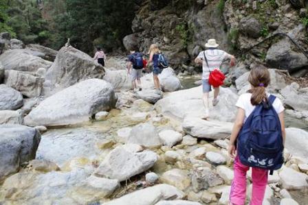 60 τουρίστες εγκλωβίστηκαν από τη νεροποντή στο Φαράγγι της Σαμαριάς