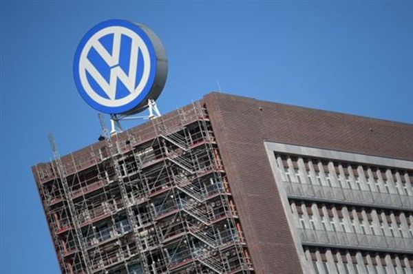 Την ανάκληση έως και 11 εκατομμυρίων οχημάτων εξετάζει η Volkswagen