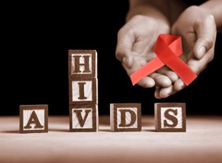 ΠΟΥ: Όλοι οι φορείς του ιού HIV πρέπει να λαμβάνουν αντιρετροϊκά φάρμακα