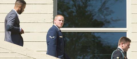 Μαχαίρωσαν τον Αμερικανό πεζοναύτη που αφόπλισε τον τρομοκράτη του γαλλικού τρένου
