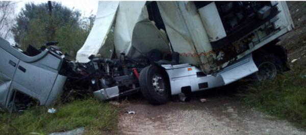 Τρίκαλα: Φορτηγό έπεσε από αερογέφυρα