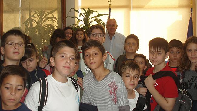 Επίσκεψη μαθητών Στο Δήμο Ρήγα Φεραίου για τη Χάρτα του Ρήγα