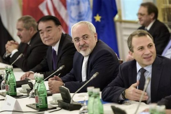 Το Ιράν απειλεί να αποχωρήσει από τις ειρηνευτικές συνομιλίες για τη Συρία