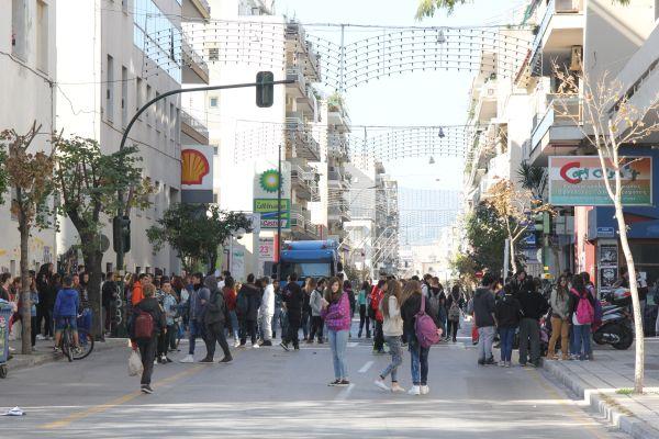 Λουκέτα και πορεία στους δρόμους