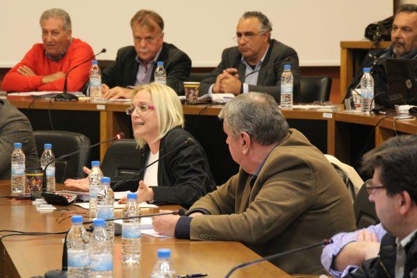 Σύγκρουση Α. Μπέου - Ν. Οικονόμου στο δημοτικό συμβούλιο Βόλου
