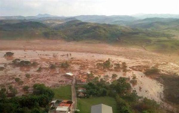 Λάσπη με απόβλητα από ορυχείο σιδήρου έπνιξε χωριό στη Βραζιλία