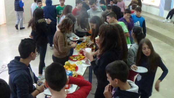 Μαθητές ετοίμασαν και απόλαυσαν υγιεινό πρωινό