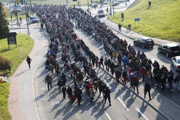Η Σλοβενία στήνει προσωρινό φράχτη για τους πρόσφυγες «α λα Ορμπάν»