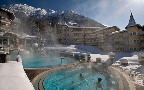 Εκπληκτικά μέρη σε όλο τον κόσμο για χειμερινές βουτιές