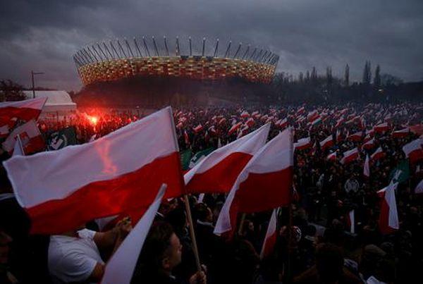 Βαρσοβία: Δεκάδες χιλιάδες διαδηλωτές έπειτα από κάλεσμα της ακροδεξιάς