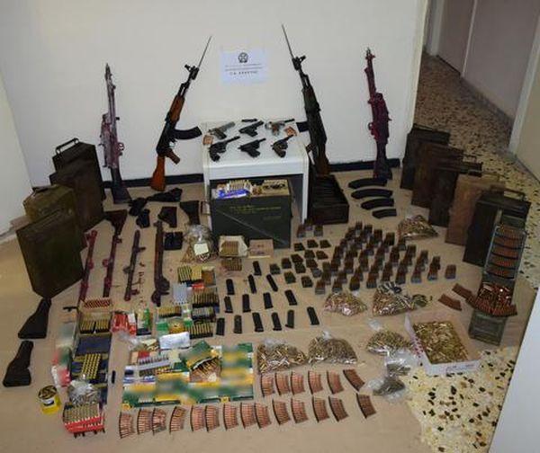 Χειροπέδες σε 43χρονο σεκιουριτά «συλλέκτη όπλων»