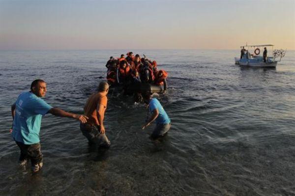 Εντοπίστηκαν 120 πρόσφυγες σε ξύλινο σκάφος κοντά στη Σαμοθράκη