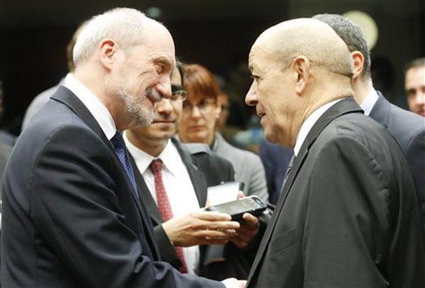 Το Παρίσι ζητά στρατιωτική συνδρομή από τις χώρες της ΕΕ