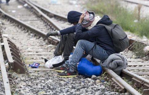 Διεξόδους αναζητούν οι πρόσφυγες που έχουν εγκλωβιστεί στην Ειδομένη