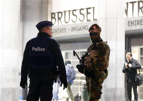 Τρεις υπό κράτηση στο Βέλγιο, ερωτηματικά για τη «ζώνη καμικάζι» στο Παρίσι