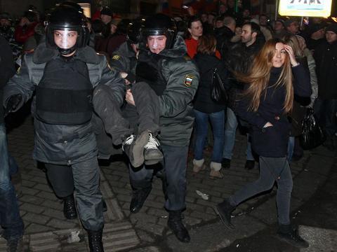 Μόσχα: Αφησαν φέρετρο με ομοίωμα του Ερντογάν έξω από την τουρκική πρεσβεία