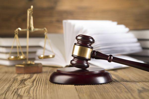 Αναβλήθηκε η δίκη για το σκάνδαλο με τα ορθοπεδικά