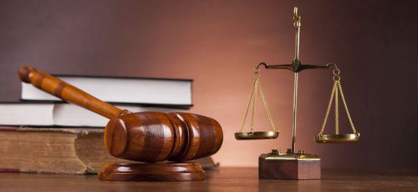 Ολόκληρο το συμβούλιο των εμπόρων κατηγορούμενο