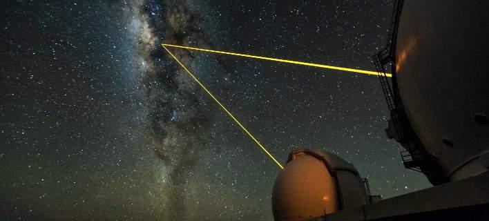 Παρατηρήθηκαν (για πρώτη φορά) τα μαγνητικά πεδία γύρω από την τεράστια μαύρη τρύπα